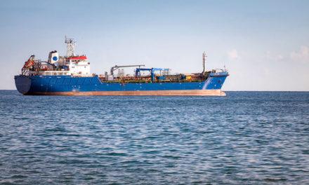 Marinha confirma dois vazamentos em navio com minério no Maranhão