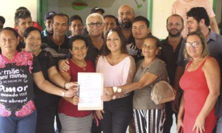 Prefeita assina ordem de serviço para reconstrução do posto de saúde na Vila Elim