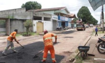 Prefeitura faz manutenção em rua, após solicitação de morador