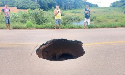 Cratera se abre na PA-481, entre Abaetetuba e Barcarena
