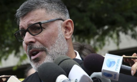 Ex-aliado, Frota diz que protocolará pedido impeachment contra Bolsonaro