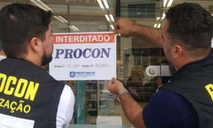 Prefeitura de Florianópolis fecha farmácia por abusar de preço de álcool em gel