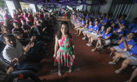 Custodiadas realizam desfile com roupas produzidas por Cooperativa de internas