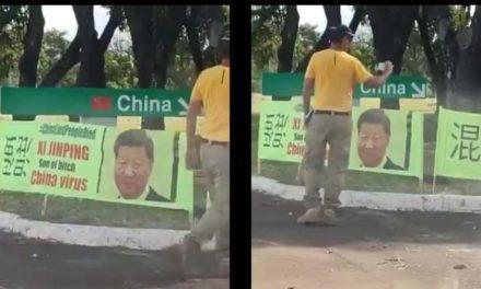 """Faixas ofendem político da China em embaixada, que chama ato de """"palhaçada"""""""