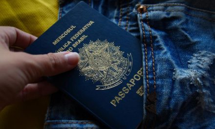 PF suspende entrega de passaportes e registro para imigrantes