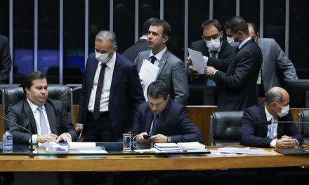 Câmara aprova ajuda de R$ 600 a informais, e mãe chefe de família receberá R$ 1.200