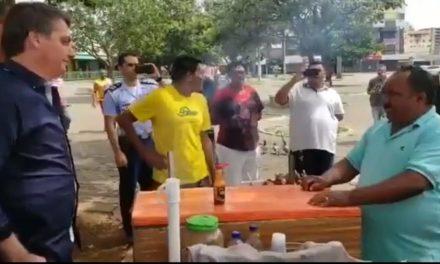 Bolsonaro contraria Ministério da Saúde e faz tour pelas ruas do DF