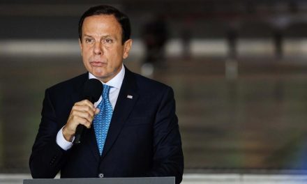 Doria promete ir à Justiça caso Bolsonaro decrete reabertura do comércio