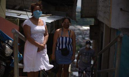 Equador: 'Embalamos os corpos de minha irmã e do meu cunhado em sacos plásticos dentro de casa'