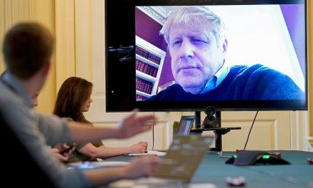 Com Covid-19, Boris Johnson deixa a UTI
