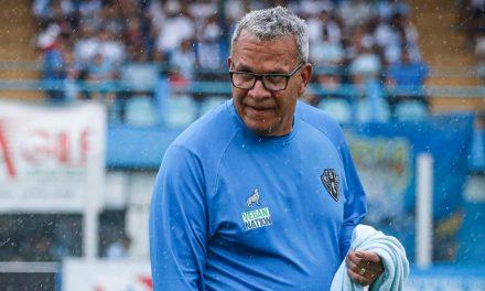 Após empréstimos, técnico Hélio dos Anjos avalia os retornos de meia e volante ao Paysandu