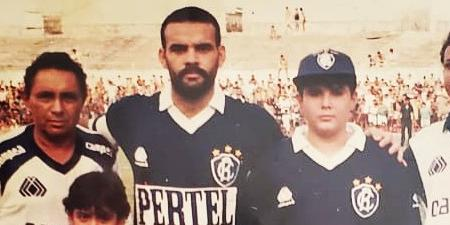 Ídolo do Remo posta foto com o Governador do Pará ainda adolescente torcendo pelo clube no Baenão