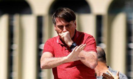 Bolsonaro desafia Poderes em ato pró-intervenção