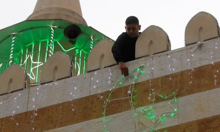 Milhares de muçulmanos enfrentam desafio de celebrar Ramadã em tempos de coronavírus