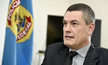 Bolsonaro exonera Valeixo do comando da PF, e Moro é surpreendido