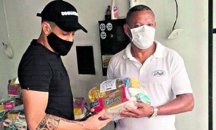 Eduardo Ramos distribui cestas básicas em diversos bairros de Belém