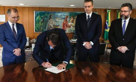 Bolsonaro nomeia delegado Rolando de Souza para comando da PF; posse ocorre 1 hora depois em cerimônia fechada