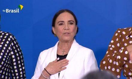 Bolsonaro recebe Regina Duarte no Palácio do Planalto