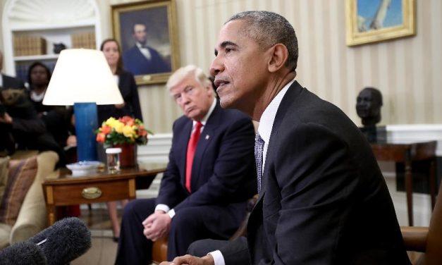 """Resposta de Trump à crise do coronavírus foi """"desastre caótico"""", diz Obama"""