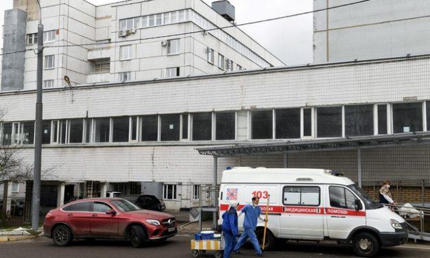 Hospital para pacientes com Covid-19 pega fogo na Rússia