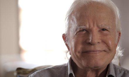 Cid Moreira dá dicas de filmes e séries para passar a quarentena