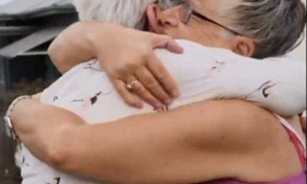 Após 2 semanas em isolamento, aposentada abraça irmã com câncer terminal