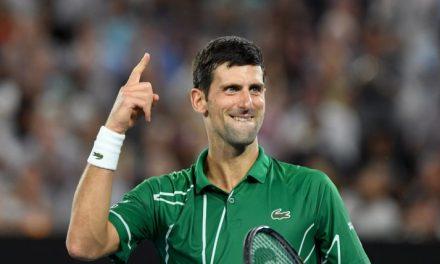 Tenista Novak Djokovic faz ação beneficente para comemorar aniversário
