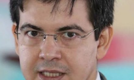 Rede vai à Justiça após Bolsonaro defender armar cidadão contra isolamento