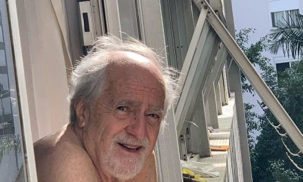 """Aos 87 anos, Ary Fontoura fala sobre a quarentena: """"Bom humor como saída"""""""