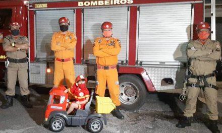 Militares do Corpo de Bombeiros realizam sonho de menino de 4 anos