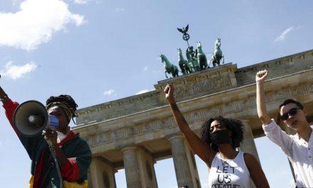 Protestos antirracistas saem dos EUA e chegam a Berlim, Londres e Toronto