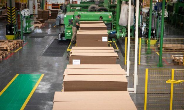 Com pandemia, produção industrial tem tombo recorde de 18,8% em abril, diz IBGE