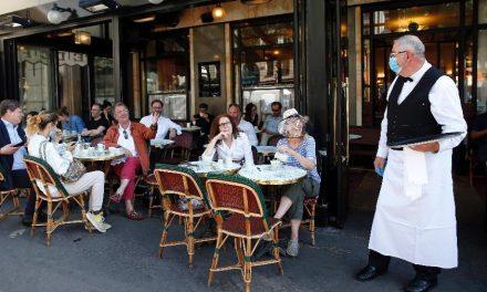 """Franceses retornam a seus amados cafés: """"Isso é Paris!"""""""