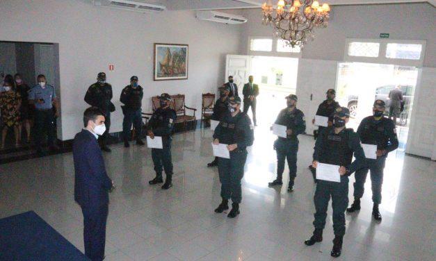 Policiais que apreenderam quase 2,5 toneladas de cocaína recebem menção honrosa do governador do Estado