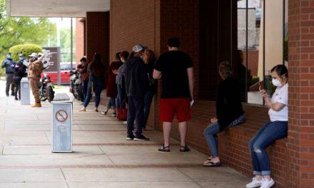 Taxa de desemprego nos EUA surpreende e cai para 13,3% em maio