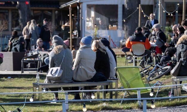 Política da Suécia para coronavírus assusta residentes estrangeiros