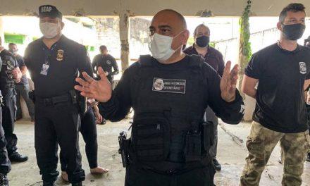Agentes prisionais simulam crise e treinam uso de equipamentos