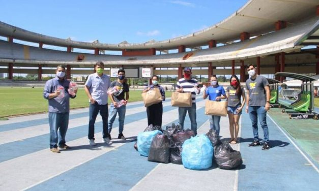 Acolhidos no Mangueirão recebem doação de mil máscaras de tecido