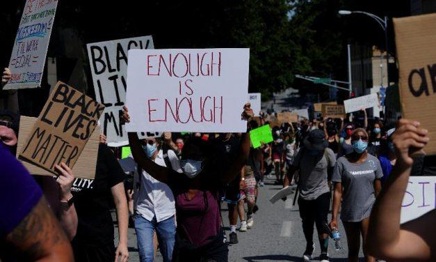 Prefeita de Atlanta muda conduta policial após protestos contra violência