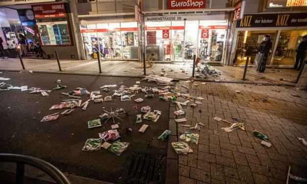 Jovens atacam lojas e policiais ficam feridos em ação em Stuttgart, na Alemanha