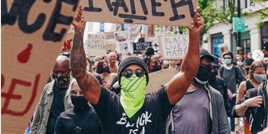 Hamilton se disfarça e vai às ruas de Londres participar de ato contra o racismo