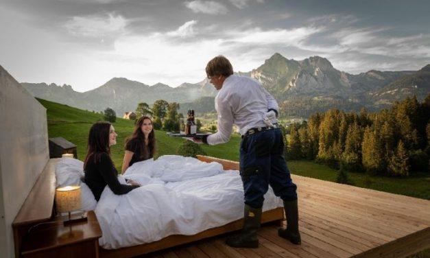 """Hotel sem paredes e isolado nos Alpes tem fila de espera para """"quartos"""""""