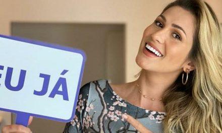 Lívia Andrade diz ter sido feita de palhaça por Silvio Santos