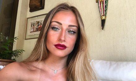 """De biquíni, Bruna Griphao exibe barriga definidíssima e encanta fãs: """"Perfeita"""""""