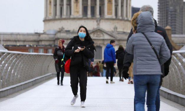 Médicos dizem que Reino Unido deve se preparar para segundo pico de covid-19
