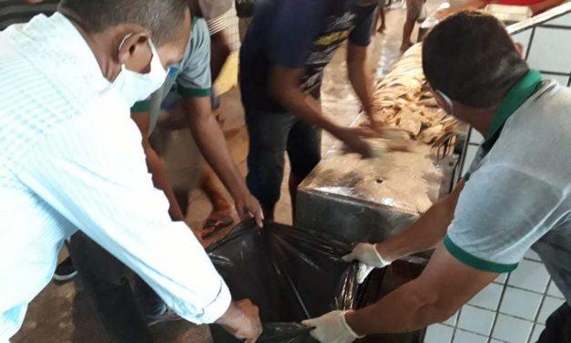 Fiscalização da Sedap apreende e descarta mais de 40 kg de pescado estragado em Marituba
