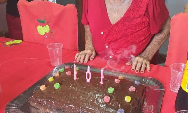Aos 101 anos, idosa se recupera da Covid-19 e comemora com festa de aniversário online