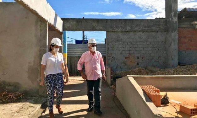 Prefeito Pedro Coelho filho acompanha a Obra da nova Feira da Ceasa