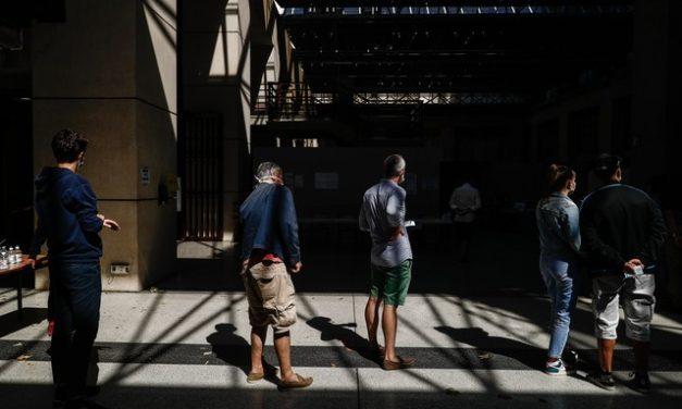 Com queda na participação, França realiza segundo turno de municipais adiado por pandemia
