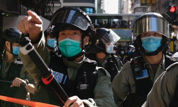 China imporá restrições de visto a indivíduos dos EUA por causa de Hong Kong